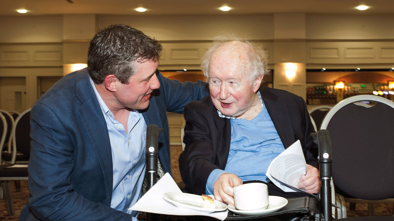 Martin Boyd of City Vets in Belfast chats with Des Thompson.
